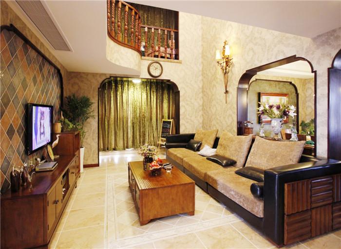 高大开阔的客厅与餐厅间用拱门造型分割